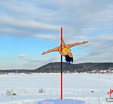 National pole-dancing team performs in China's northernmost village at -50°C!