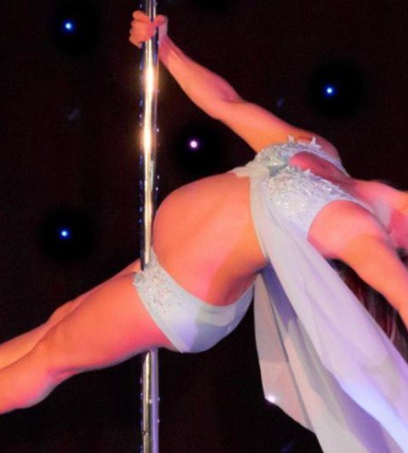 Pole dancing mum-to-be performs gravity-defying tricks at seven months pregnant